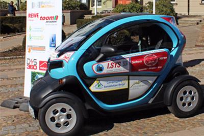 Übergabe des E-Autos am 21.04.2015 durch die Bergener Bürgermeisterin, Frau Köster, an die Stadt- und Amtsverwaltung